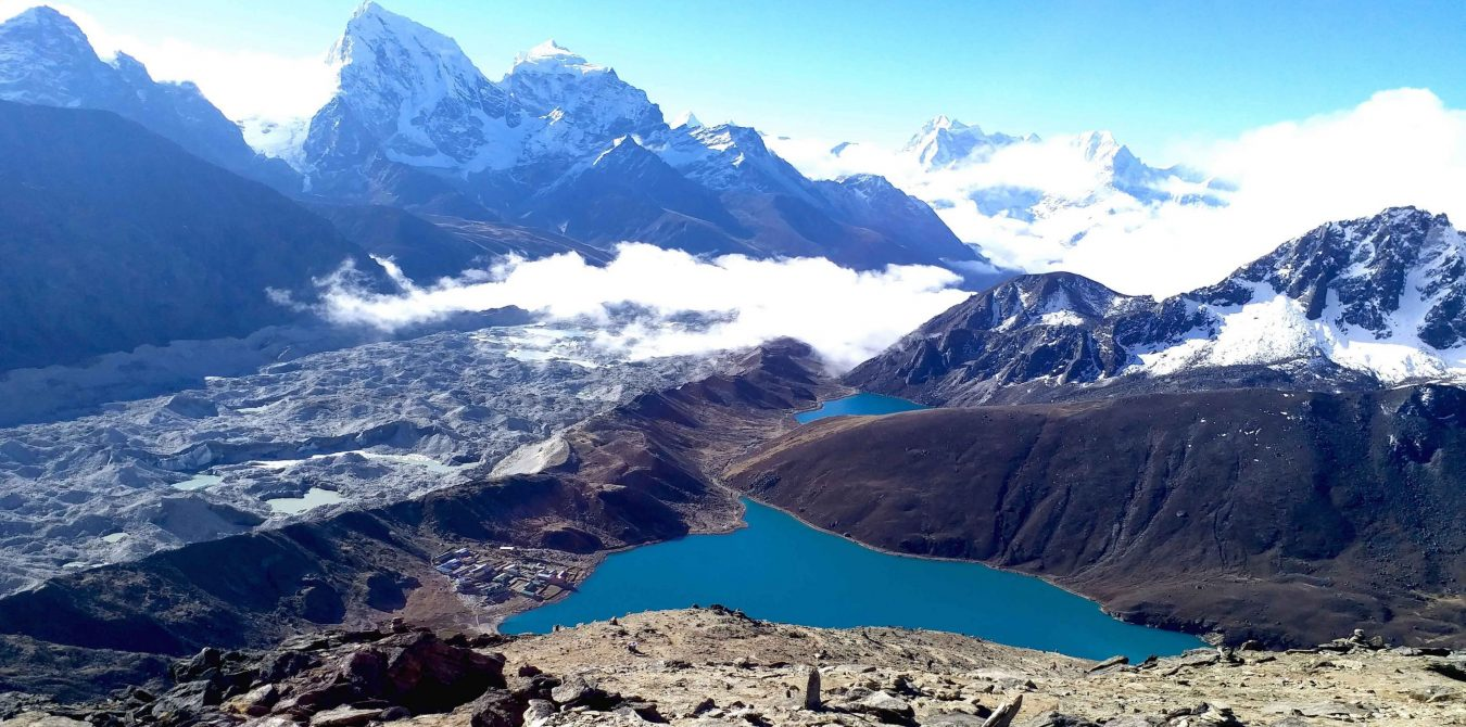 unique-view-of-gokyo-lake